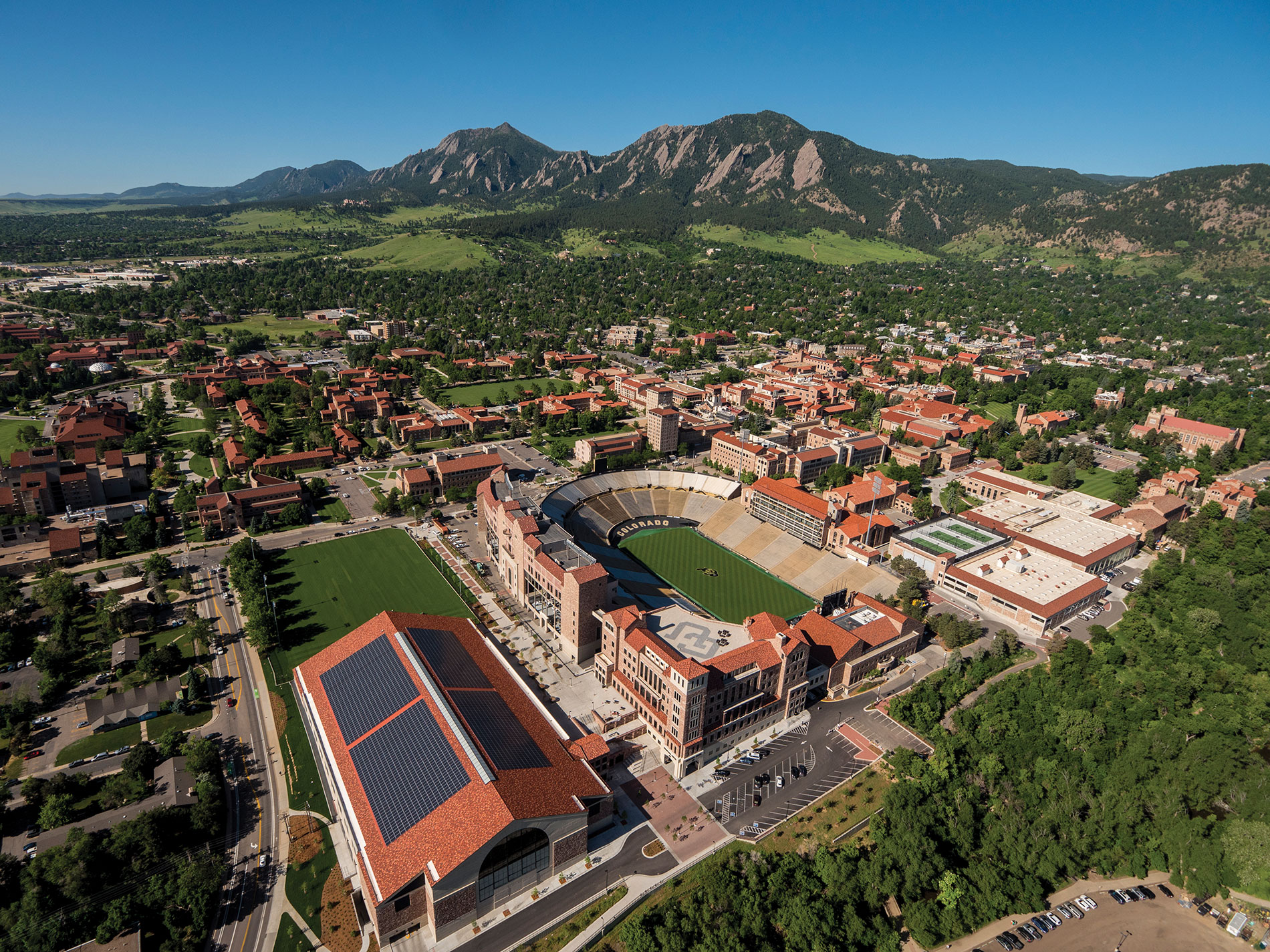 CU's athletic building project includes the indoor practice facility's rooftop solar array, which produces more than 1 million kWh per year and supplies green power for the entire facility. The athletic program buildings produce an estimated 80–90 percent of clean power for the campus. Courtesy of University of Colorado Boulder
