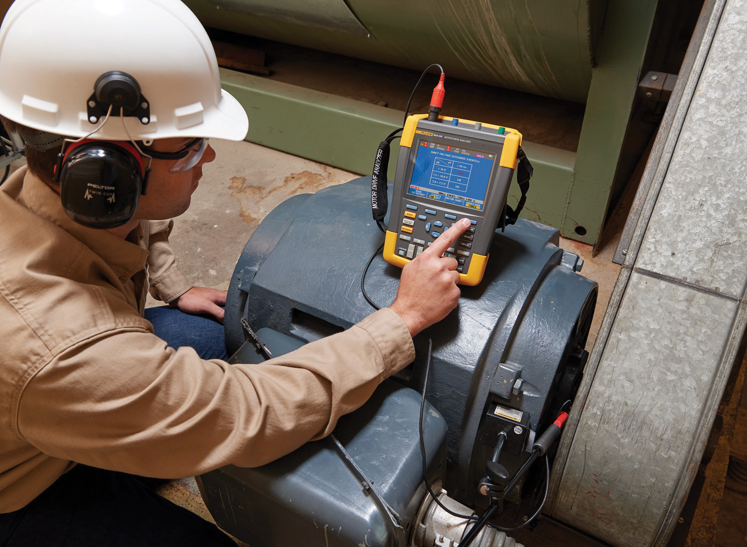 The Fluke MDA 350 motor drive analyzer guides users through setup and testing.