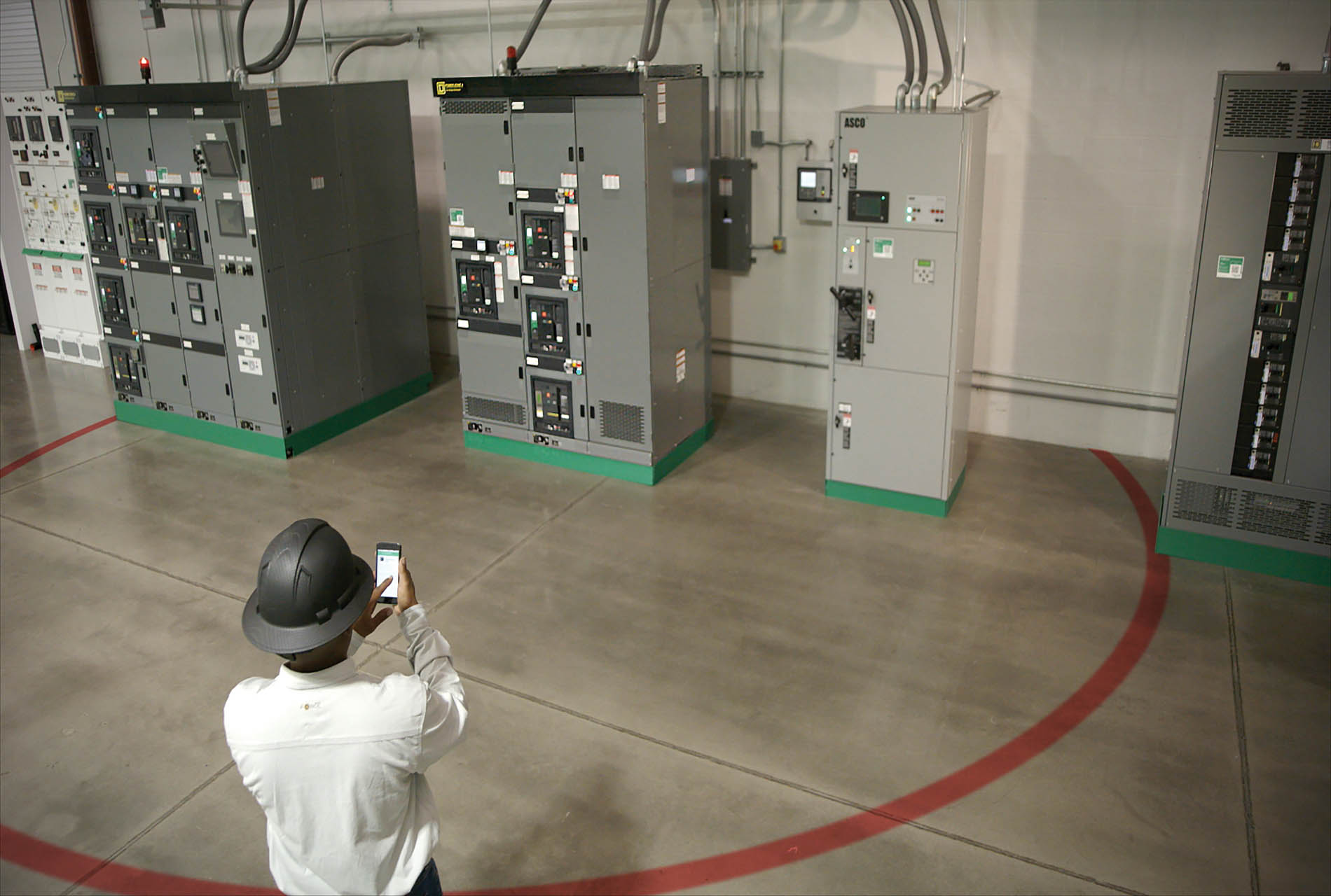 Schneider Electric's MasterPact circuit breakers can be operated remotely using Bluetooth.